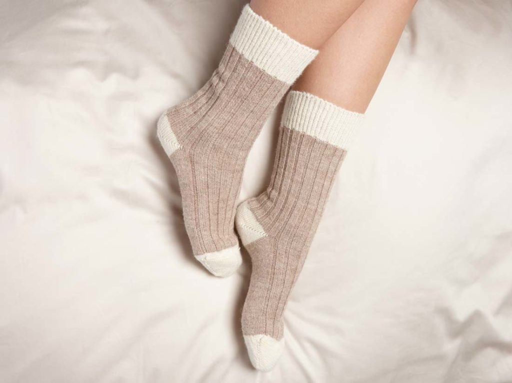 G209-alpaca-bed-socks-brown-white-3