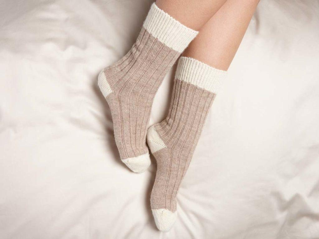 G209-alpaca-bed-socks-brown-white-3