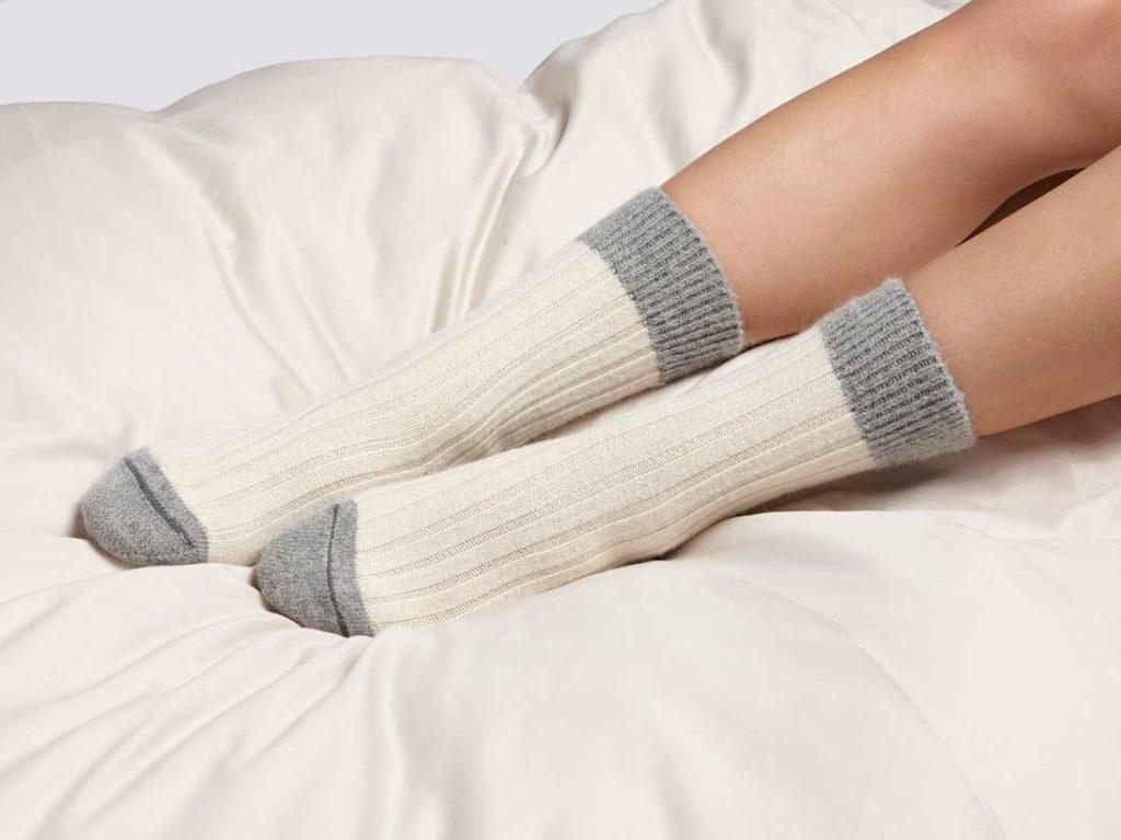 G209-alpaca-bed-socks-white-grey-4