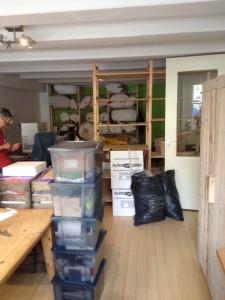 Yumeko kantoor vol met dozen