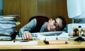 slapend op kantoor