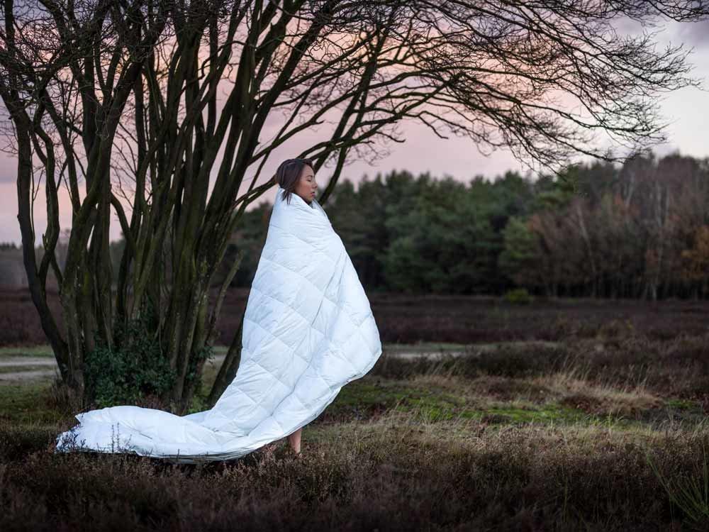 Yumeko dekbed van de recycled collectie dat door een meisje wordt gedragen